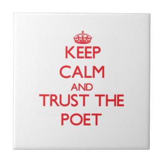 Guarde la calma y confíe en al poeta teja  ceramica