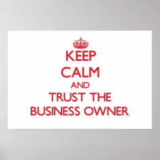 Guarde la calma y confíe en al propietario de nego poster