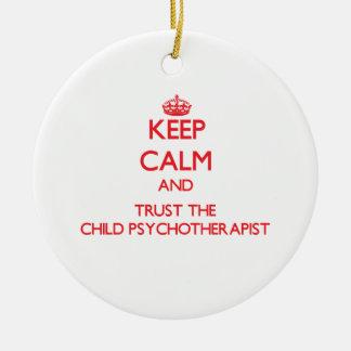 Guarde la calma y confíe en al psicoterapeuta del ornamento de reyes magos