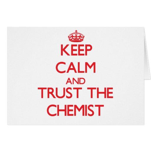 Guarde la calma y confíe en al químico felicitaciones
