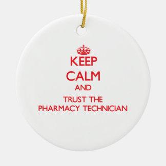 Guarde la calma y confíe en al técnico de la adorno navideño redondo de cerámica