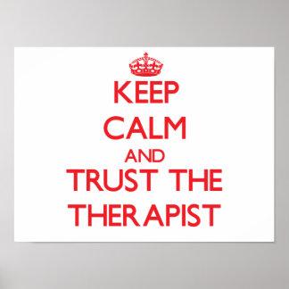 Guarde la calma y confíe en al terapeuta posters
