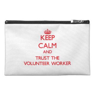 Guarde la calma y confíe en al trabajador voluntar