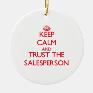 Guarde la calma y confíe en al vendedor adorno redondo de cerámica