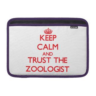 Guarde la calma y confíe en al zoologista funda  MacBook