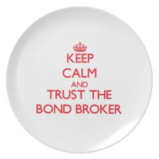 Guarde la calma y confíe en el agente en enlace platos