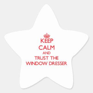 Guarde la calma y confíe en el aparador de ventana pegatina en forma de estrella
