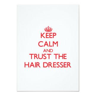 Guarde la calma y confíe en el aparador del pelo invitación 12,7 x 17,8 cm