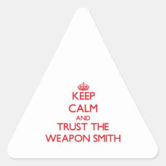 Guarde la calma y confíe en el arma Smith Colcomanias De Triangulo