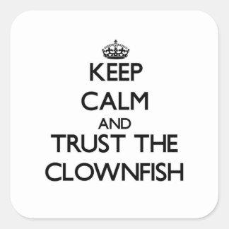 Guarde la calma y confíe en el Clownfish Pegatina Cuadrada