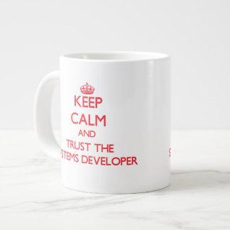 Guarde la calma y confíe en el desarrollador de lo taza grande