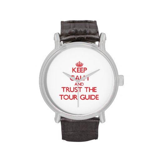 Guarde la calma y confíe en el guía turístico reloj de mano