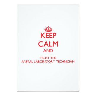Guarde la calma y confíe en el laboratorio animal invitación 12,7 x 17,8 cm