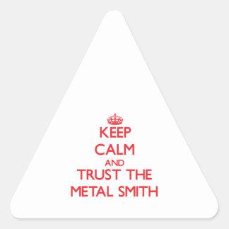 Guarde la calma y confíe en el metal Smith Calcomania Triangulo