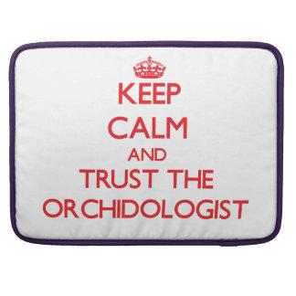 Guarde la calma y confíe en el Orchidologist Fundas Para Macbooks