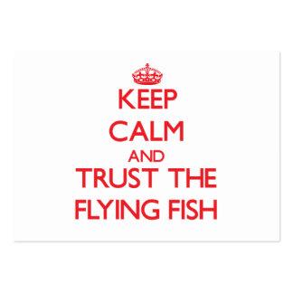 Guarde la calma y confíe en el pez volador tarjetas personales