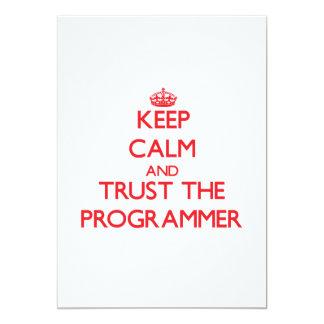 Guarde la calma y confíe en el programador invitación personalizada