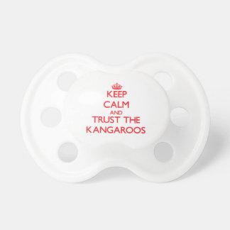 Guarde la calma y confíe en KangaROOS Chupete De Bebé