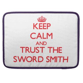Guarde la calma y confíe en la espada Smith Fundas Macbook Pro