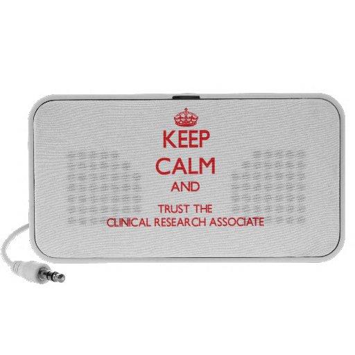 Guarde la calma y confíe en la investigación clíni notebook altavoz