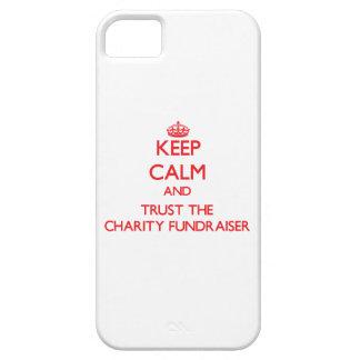 Guarde la calma y confíe en la recaudador de fondo iPhone 5 fundas