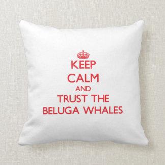 Guarde la calma y confíe en las ballenas de la bel almohadas