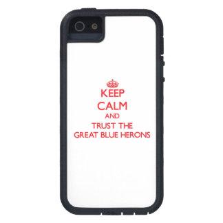 Guarde la calma y confíe en las garzas de gran azu iPhone 5 cárcasas