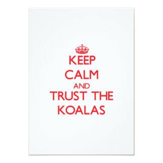 """Guarde la calma y confíe en las koalas invitación 5"""" x 7"""""""