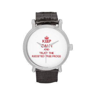 Guarde la calma y confíe en las ranas arbóreas relojes