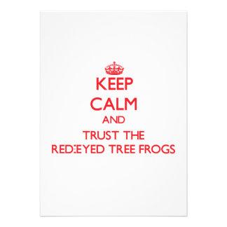 Guarde la calma y confíe en las ranas arbóreas Roj
