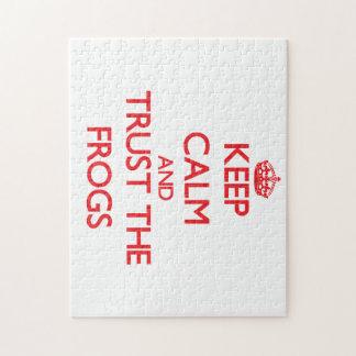 Guarde la calma y confíe en las ranas rompecabezas