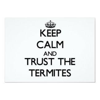 Guarde la calma y confíe en las termitas invitación 12,7 x 17,8 cm