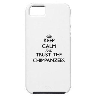 Guarde la calma y confíe en los chimpancés iPhone 5 protectores