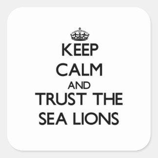 Guarde la calma y confíe en los leones marinos pegatina cuadrada