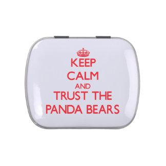 Guarde la calma y confíe en los osos de panda jarrones de caramelos