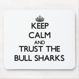 Guarde la calma y confíe en los tiburones de Bull Alfombrilla De Ratón