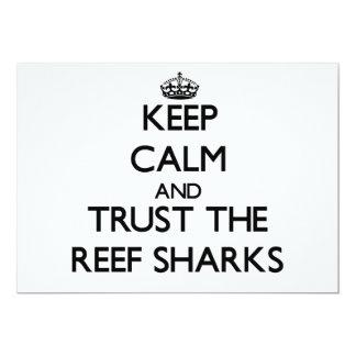 """Guarde la calma y confíe en los tiburones del invitación 5"""" x 7"""""""