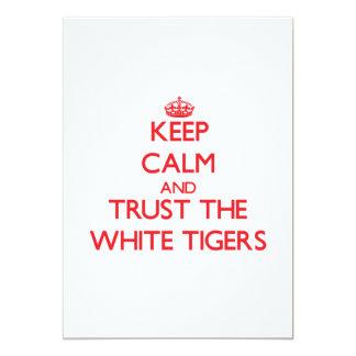 """Guarde la calma y confíe en los tigres blancos invitación 5"""" x 7"""""""