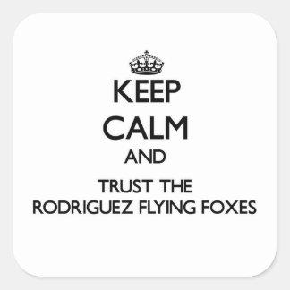 Guarde la calma y confíe en los zorros de vuelo de pegatina cuadrada