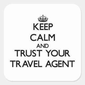 Guarde la calma y confíe en su agente de viajes pegatina cuadrada