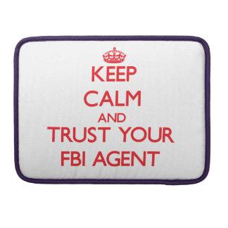 Guarde la calma y confíe en su agente del FBI Fundas Para Macbook Pro
