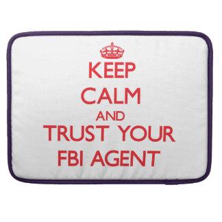 Guarde la calma y confíe en su agente del FBI Funda Macbook Pro