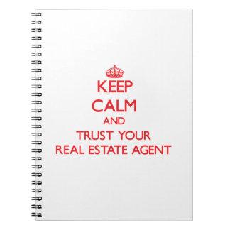 Guarde la calma y confíe en su agente inmobiliario libro de apuntes