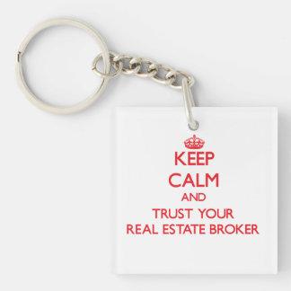 Guarde la calma y confíe en su agente inmobiliario llavero cuadrado acrílico a una cara