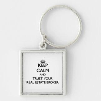 Guarde la calma y confíe en su agente inmobiliario llaveros personalizados