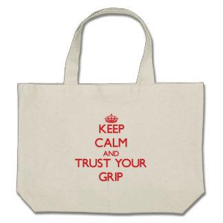 Guarde la calma y confíe en su apretón bolsa