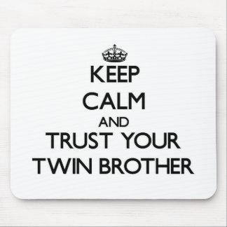 Guarde la calma y confíe en su Brother gemelo Alfombrilla De Ratones