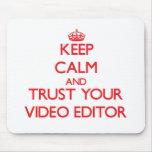 Guarde la calma y confíe en su editor de vídeo alfombrilla de raton