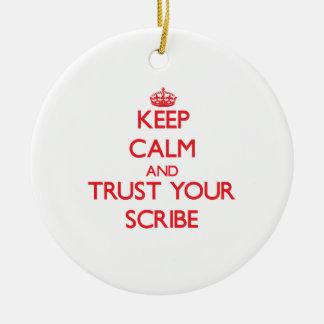 Guarde la calma y confíe en su escribano ornamentos de reyes