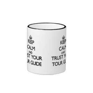 Guarde la calma y confíe en su guía turístico taza a dos colores